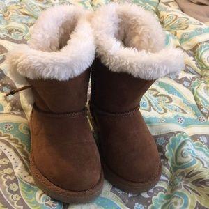 Super cute winter fuzzy boots size 8 little girl